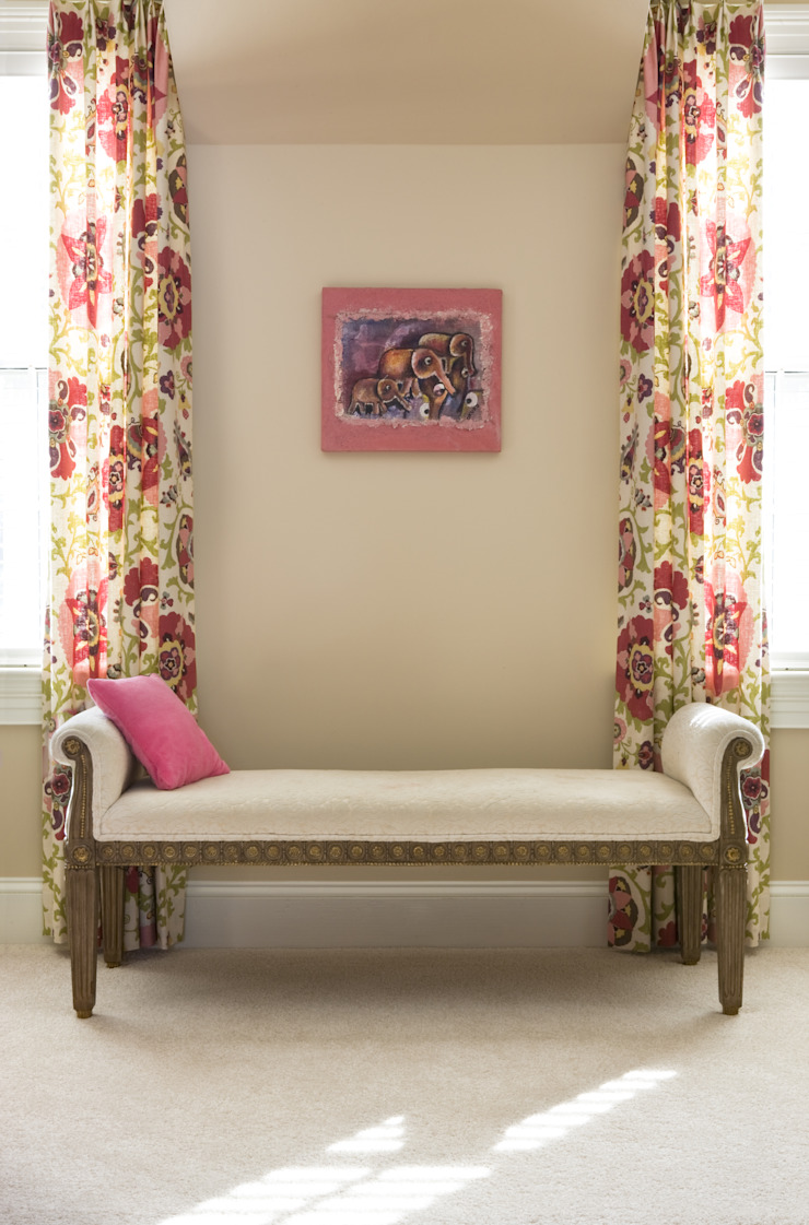Next Generation - Girl's Room Lorna Gross Interior Design Classic style bedroom Pink
