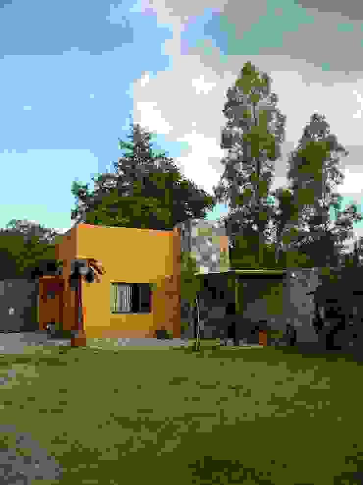 Casa de campo en Villas de Galindo Jardines rústicos de Alberto M. Saavedra Rústico