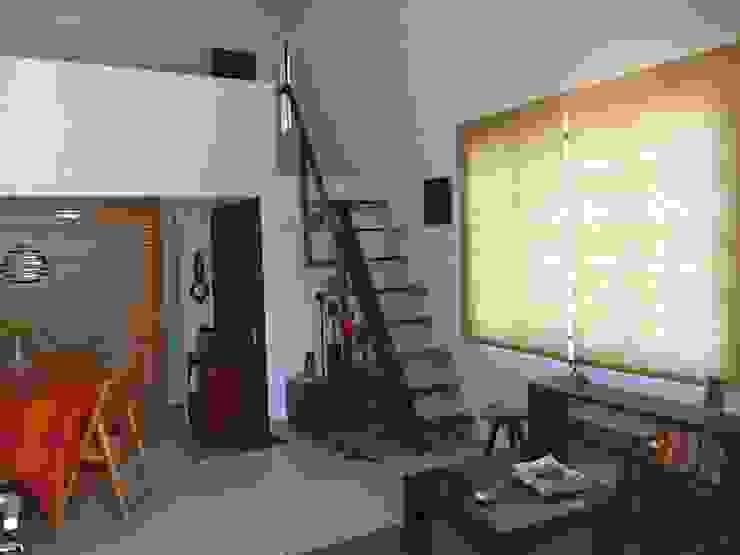 Pasillos, vestíbulos y escaleras de estilo ecléctico de Alberto M. Saavedra Ecléctico