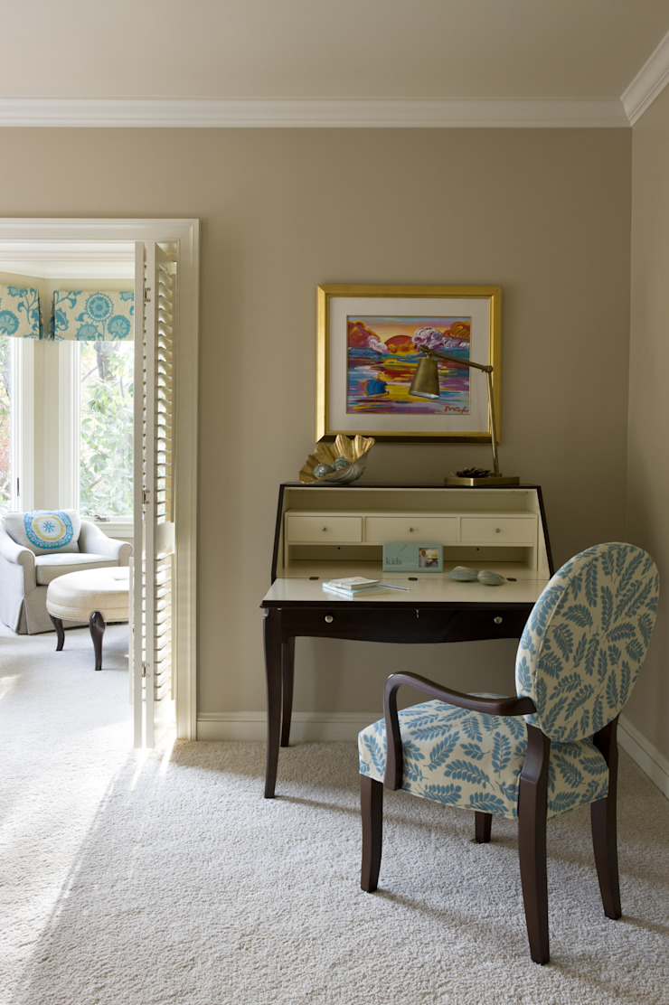 Caribbean Dream - Bedroom Writing Desk Classic style bedroom by Lorna Gross Interior Design Classic