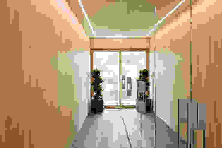 Modern Dressing Room by massive passive Modern