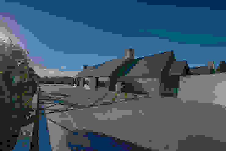 Forty Farm Balcone, Veranda & Terrazza in stile minimalista di Smarta Minimalista
