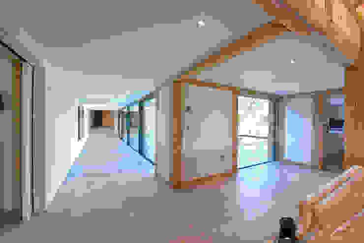 Forty Farm Ingresso, Corridoio & Scale in stile moderno di Smarta Moderno