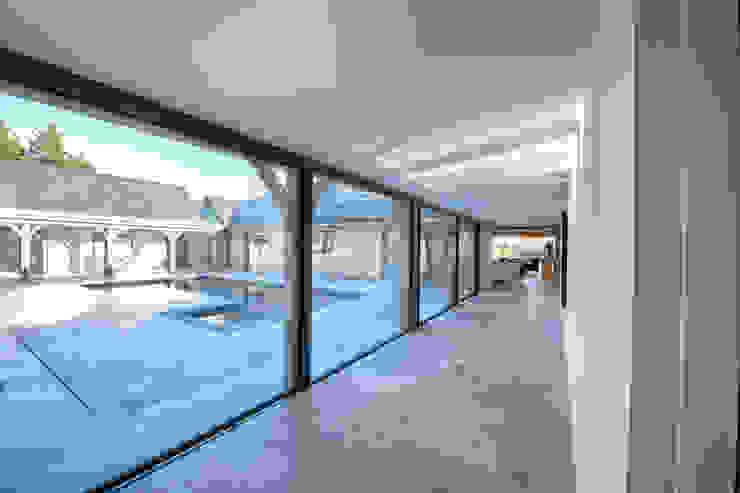 Forty Farm Finestre & Porte in stile moderno di Smarta Moderno