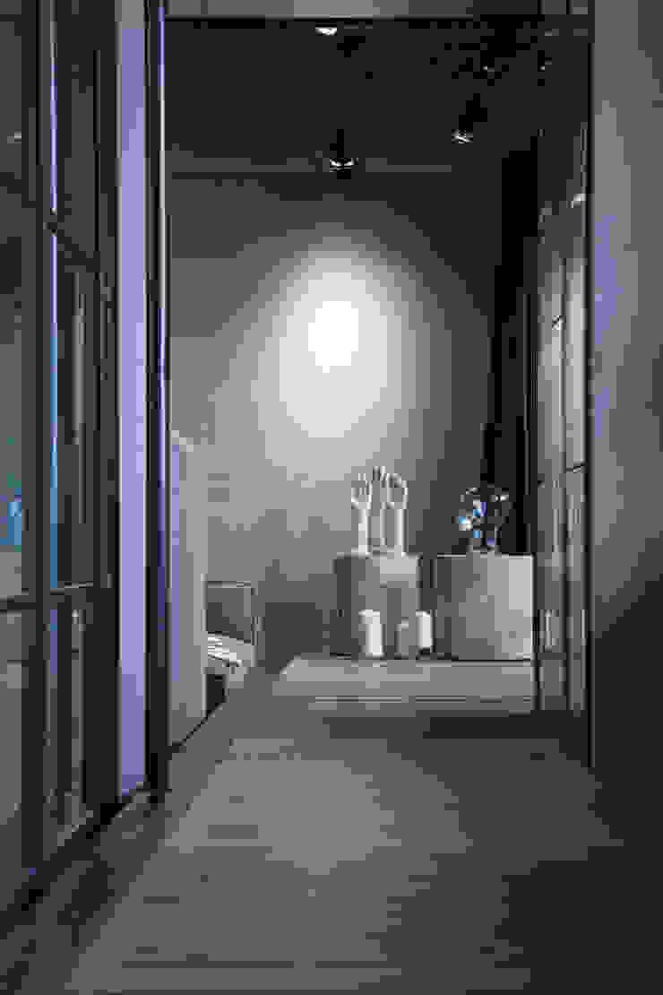 聚場 Stage 工業風的玄關、走廊與階梯 根據 璧川設計有限公司 工業風