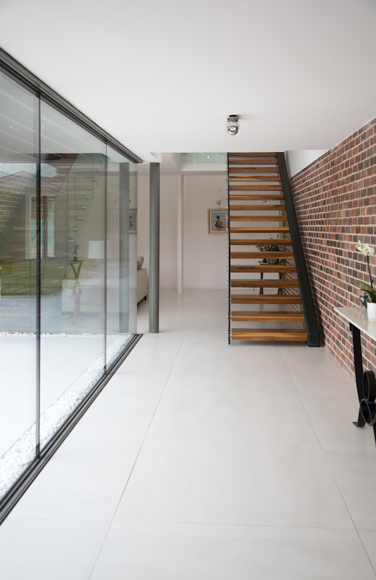 Millbrook House Modern Corridor, Hallway and Staircase by Smarta Modern