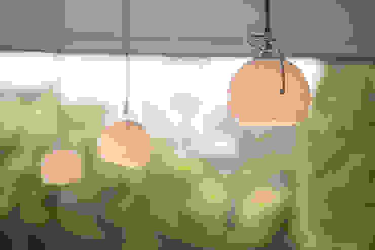 Millbrook House:  Kitchen by Smarta,