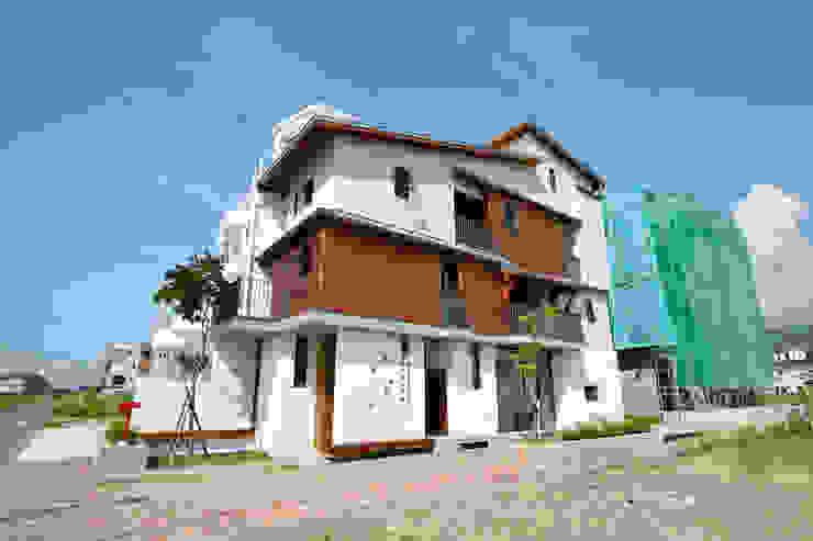 宜蘭厝烏石港計畫 木造多孔隙家屋 現代房屋設計點子、靈感 & 圖片 根據 原典建築師事務所 現代風