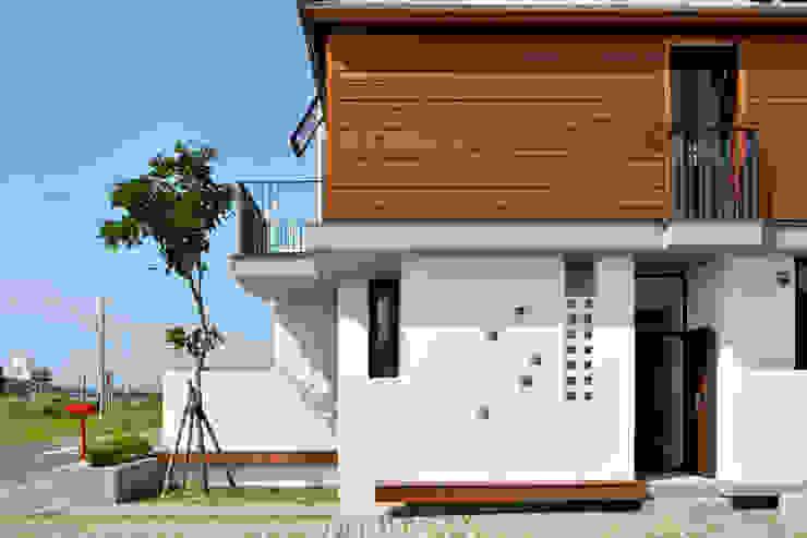 Moderne Häuser von 原典建築師事務所 Modern