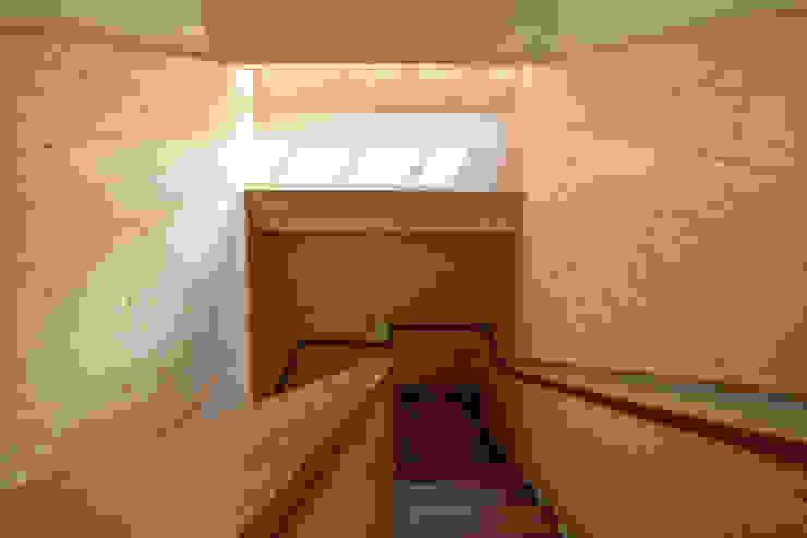 宜蘭厝烏石港計畫 木造多孔隙家屋 現代風玄關、走廊與階梯 根據 原典建築師事務所 現代風