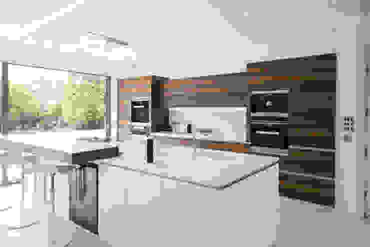 Millbrook House Modern kitchen by Smarta Modern