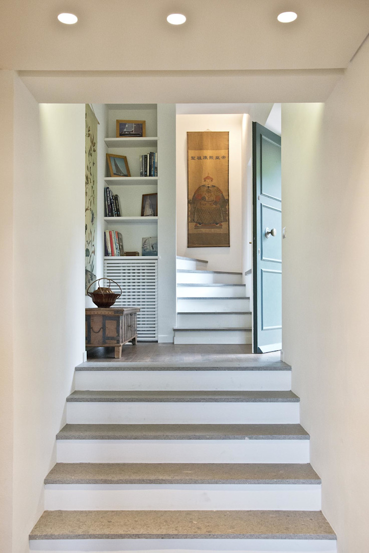 Caterina Raddi Minimalist corridor, hallway & stairs