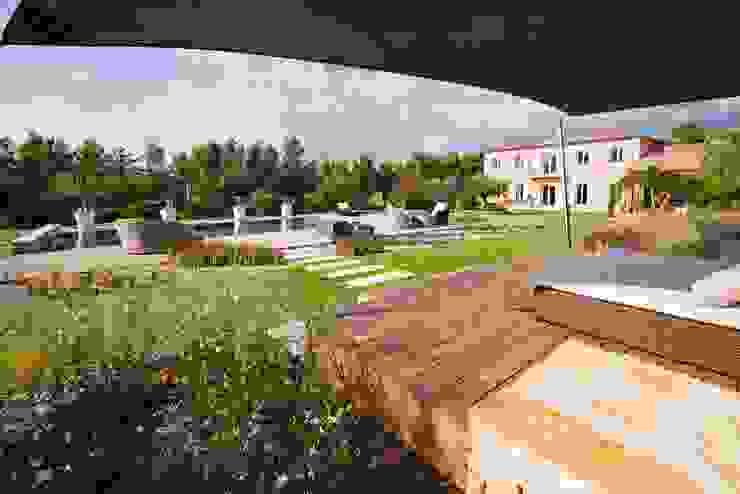 Modern garden by Agence MORVANT & MOINGEON Modern