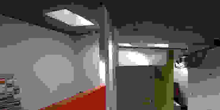 Tiny house refurbishment ibedi laboratorio di architettura Camera da letto moderna Cemento Verde