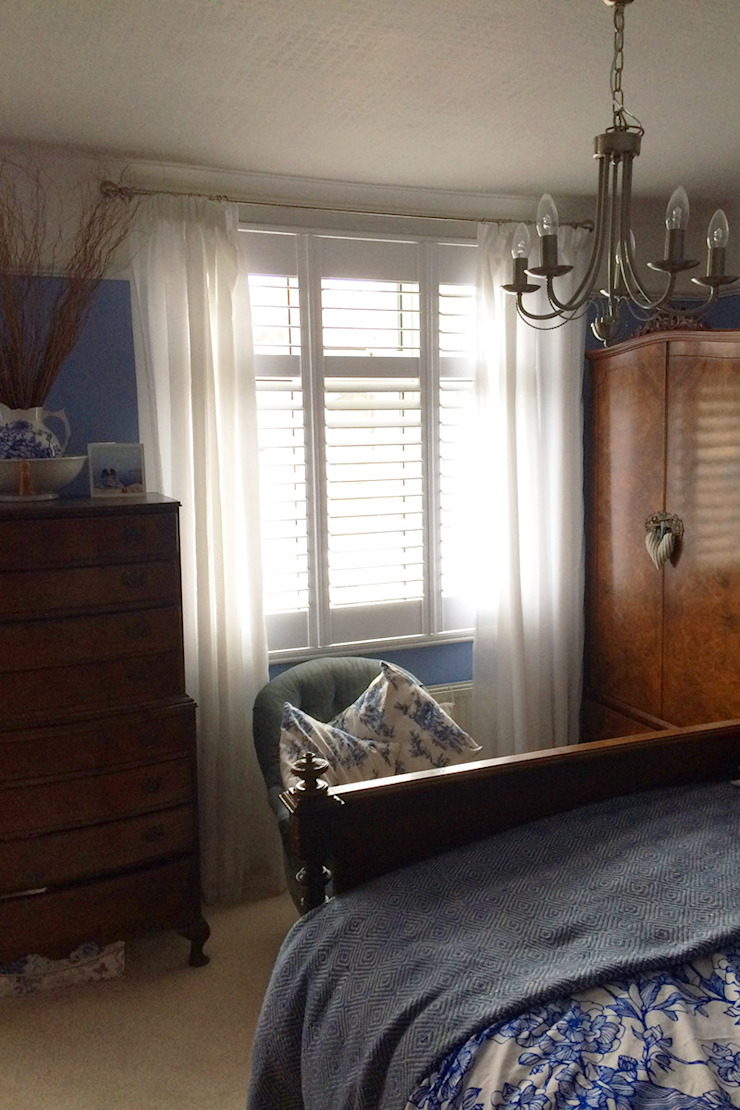 Full height shutters for bedroom windows: classic  by Plantation Shutters Ltd, Classic Wood Wood effect
