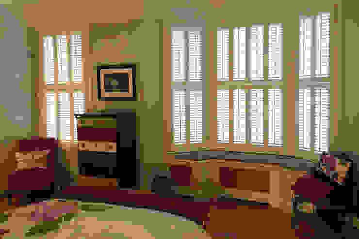 Tier on tier shutters for bay windows: modern  by Plantation Shutters Ltd, Modern Wood Wood effect