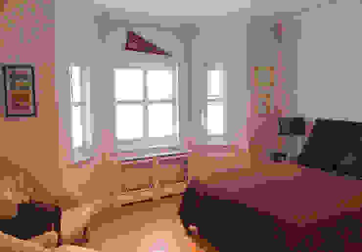 Living room shutters for bay windows: modern  by Plantation Shutters Ltd, Modern Wood Wood effect