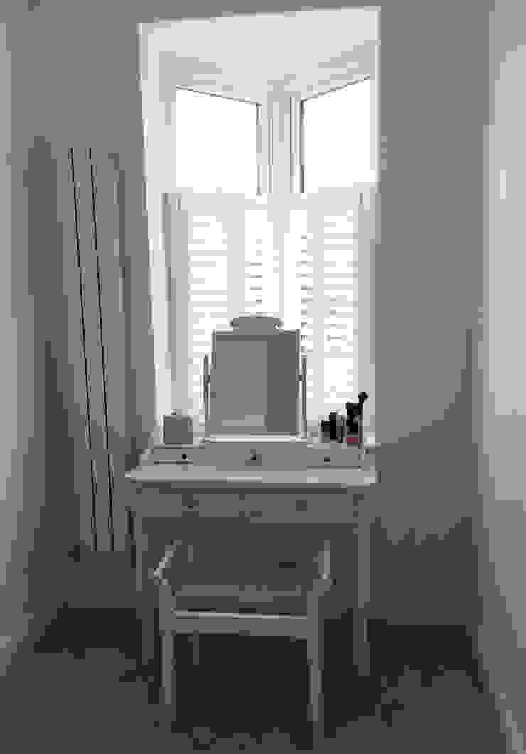 Cafe style shutters for bedroom windows: modern  by Plantation Shutters Ltd, Modern Wood Wood effect