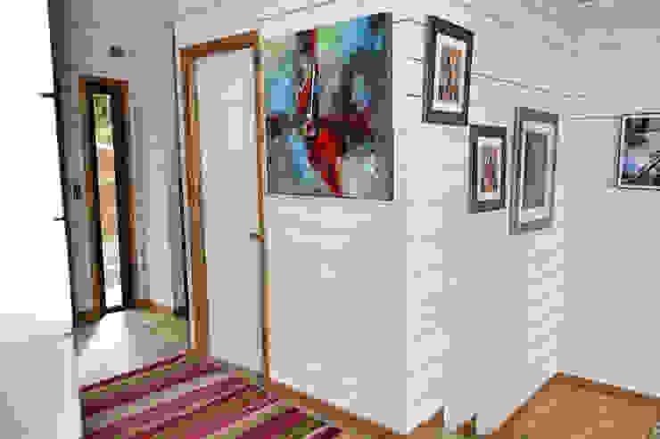 Casa Vichuquén Paredes y pisos modernos de AtelierStudio Moderno