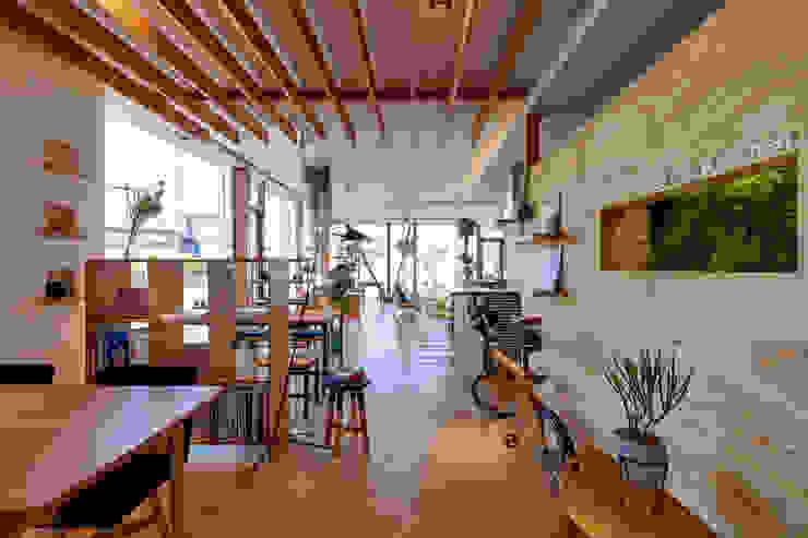 青木建築設計事務所의  상업 공간, 모던