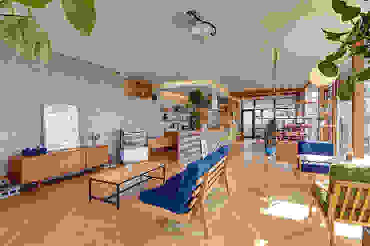 クリエ カフェ&キッチン(cRié cafe&kitchen): 青木建築設計事務所が手掛けた商業空間です。,モダン