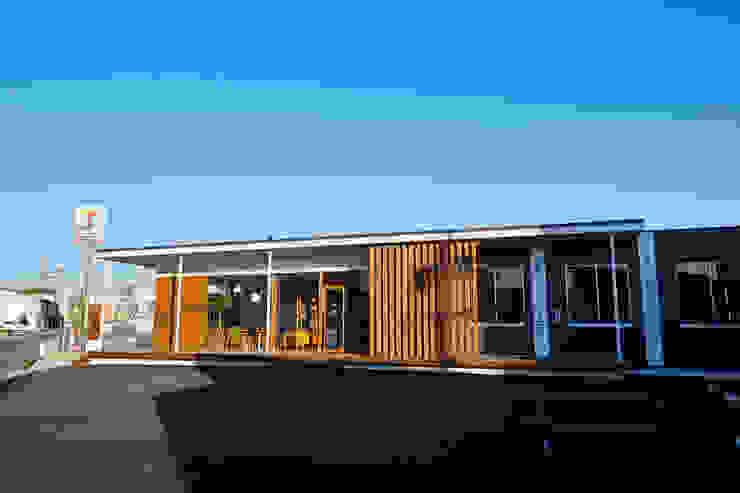 青木建築設計事務所의  상업 공간, 모던 우드 우드 그레인