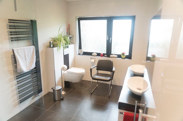 Modern bathroom by BOOR Bäder, Fliesen, Sanitär Modern Tiles