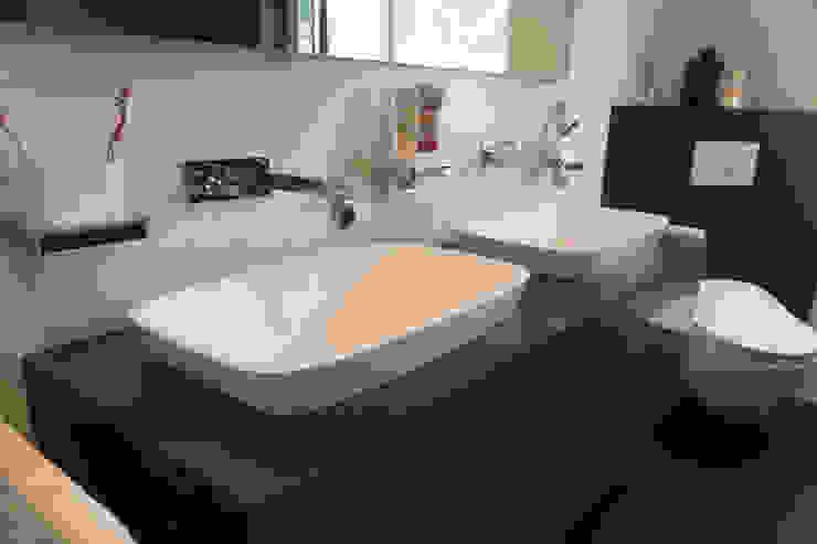 Modern style bathrooms by BOOR Bäder, Fliesen, Sanitär Modern Tiles