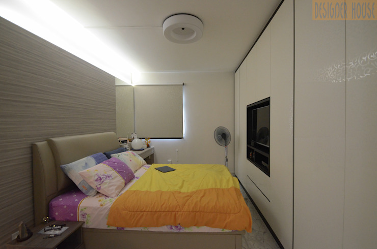 MBR:  Bedroom by Designer House,