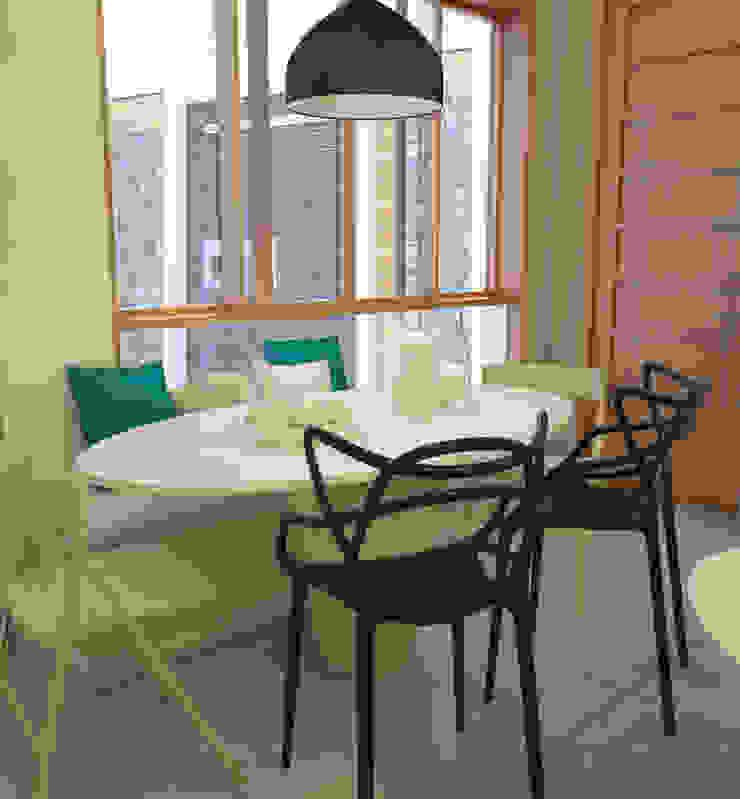 Mobiliario para comedor de diario Cocinas de estilo moderno de Spacio5 Moderno Madera Acabado en madera
