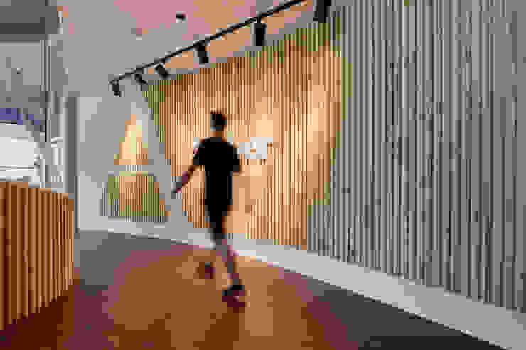 入口玄關主牆 Modern style study/office by CCL Architects & Planners林祺錦建築師事務所 Modern
