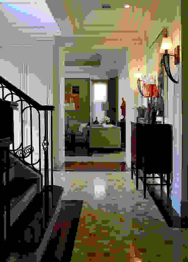 玄關過場空間 經典風格的走廊,走廊和樓梯 根據 漢品室內設計 古典風