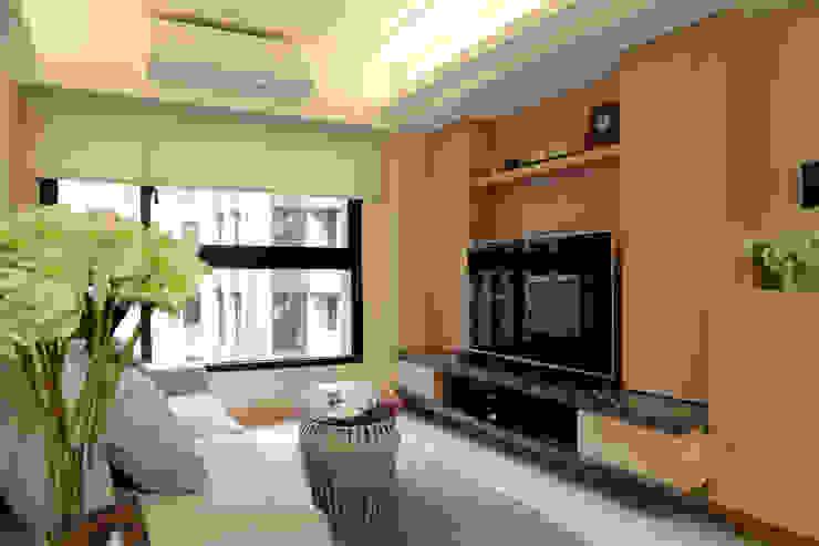 客廳電視牆 现代客厅設計點子、靈感 & 圖片 根據 漢品室內設計 現代風