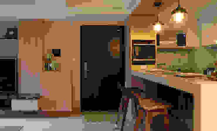 玄關 現代風玄關、走廊與階梯 根據 漢品室內設計 現代風