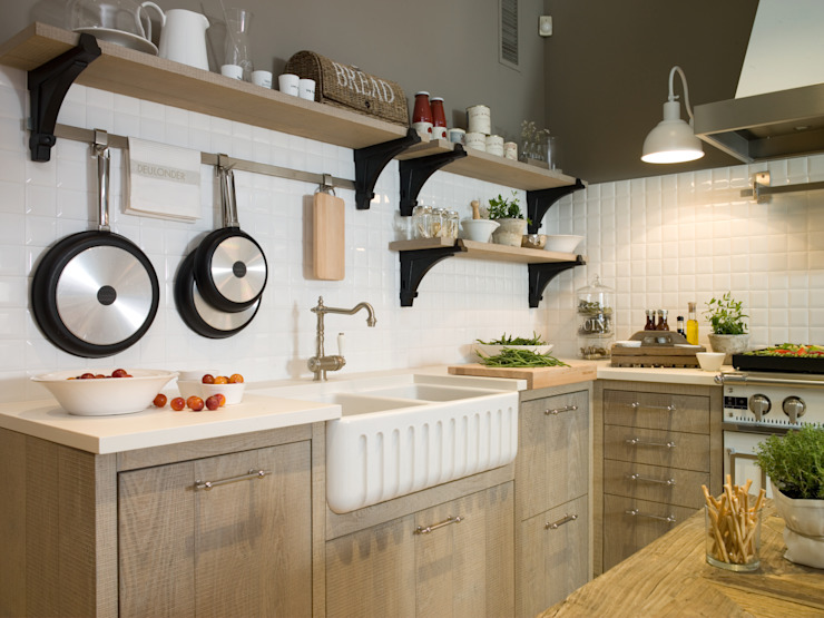 Kitchen by DEULONDER arquitectura domestica, Rustic Wood Wood effect