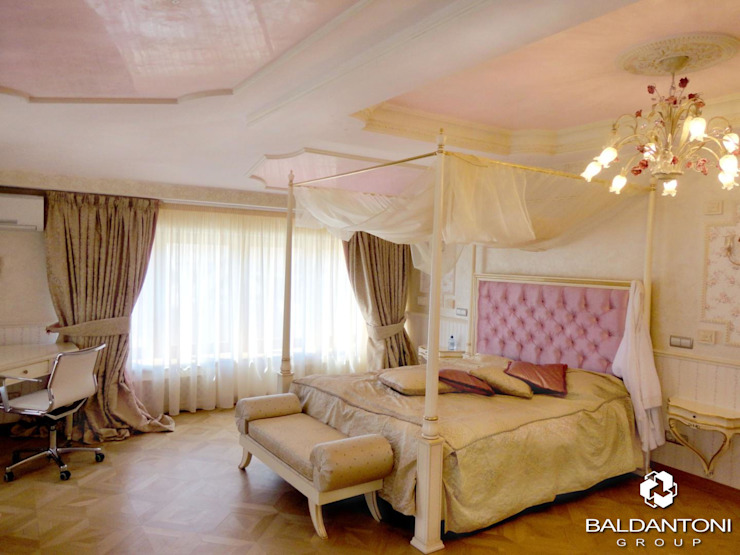 Camera da letto con testiera imbottita di colore rosa Baldantoni Group Camera da letto moderna Legno Rosa