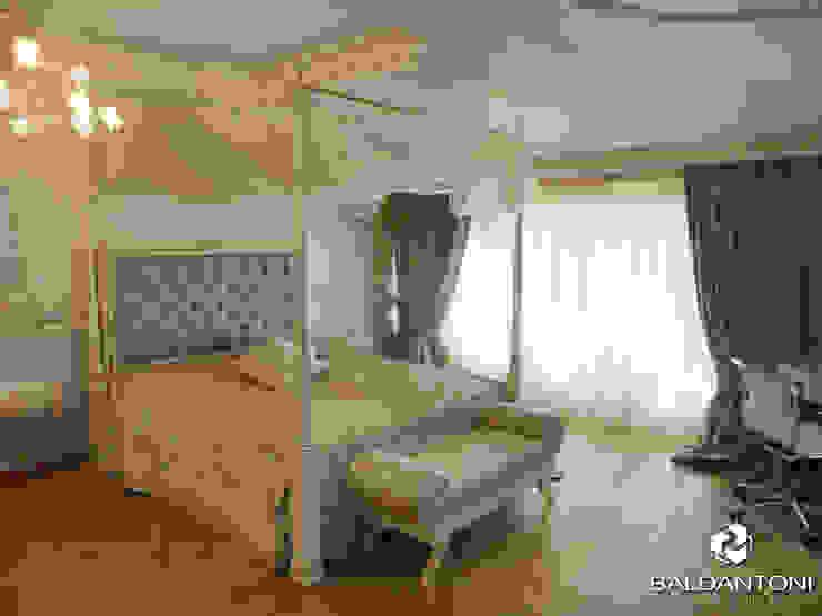 Camera da letto con testiera imbottita di colore azzurro Baldantoni Group Camera da letto moderna Legno Blu