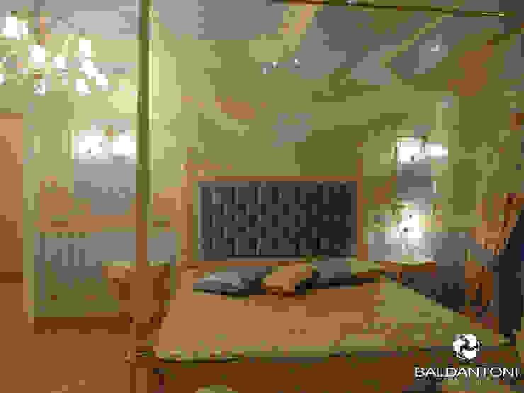 Camera da letto con testiera imbottita di colore blu Baldantoni Group Camera da letto moderna Legno Blu
