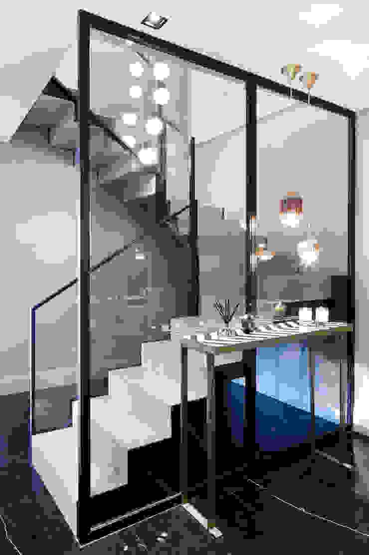 stairs Modern corridor, hallway & stairs by Esra Kazmirci Mimarlik Modern