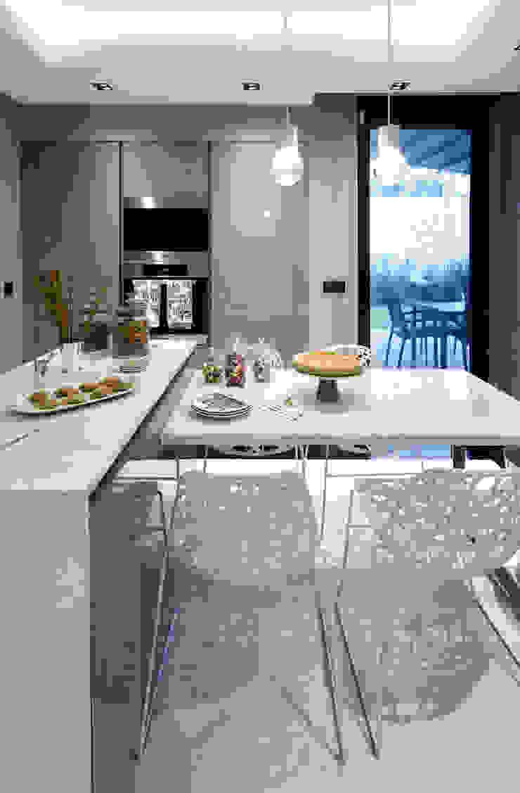 kitchen Modern kitchen by Esra Kazmirci Mimarlik Modern