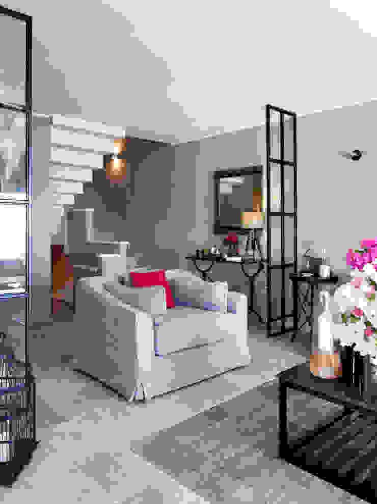 EK SUMMER HOUSE Mediterranean style living room by Esra Kazmirci Mimarlik Mediterranean