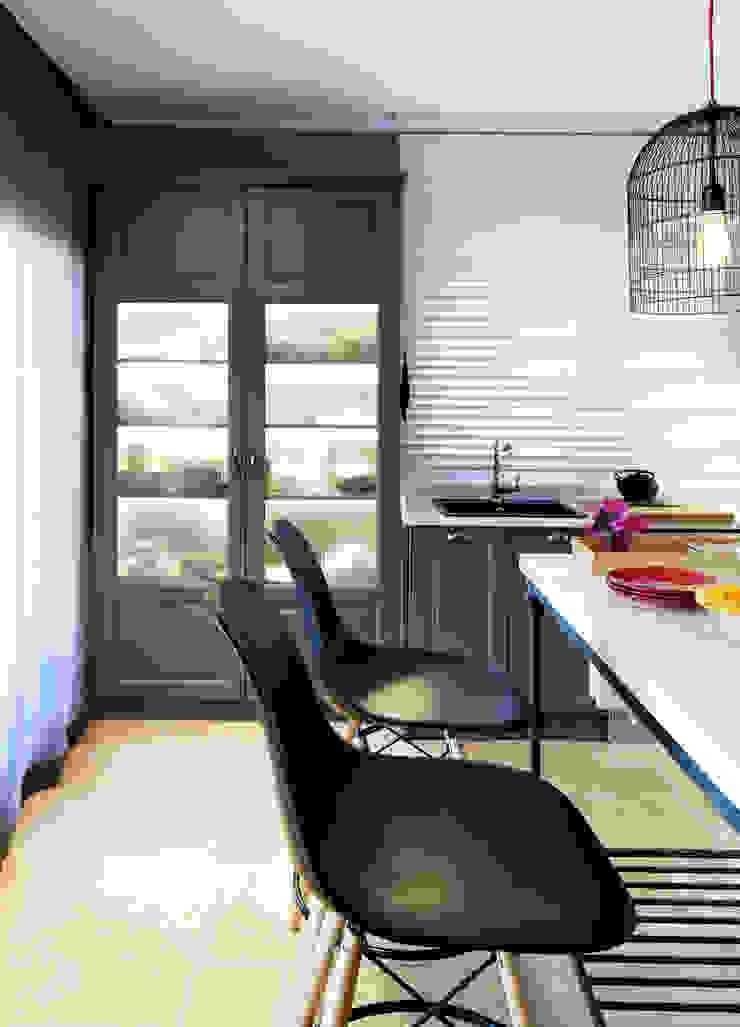 EK SUMMER HOUSE Mediterranean style kitchen by Esra Kazmirci Mimarlik Mediterranean