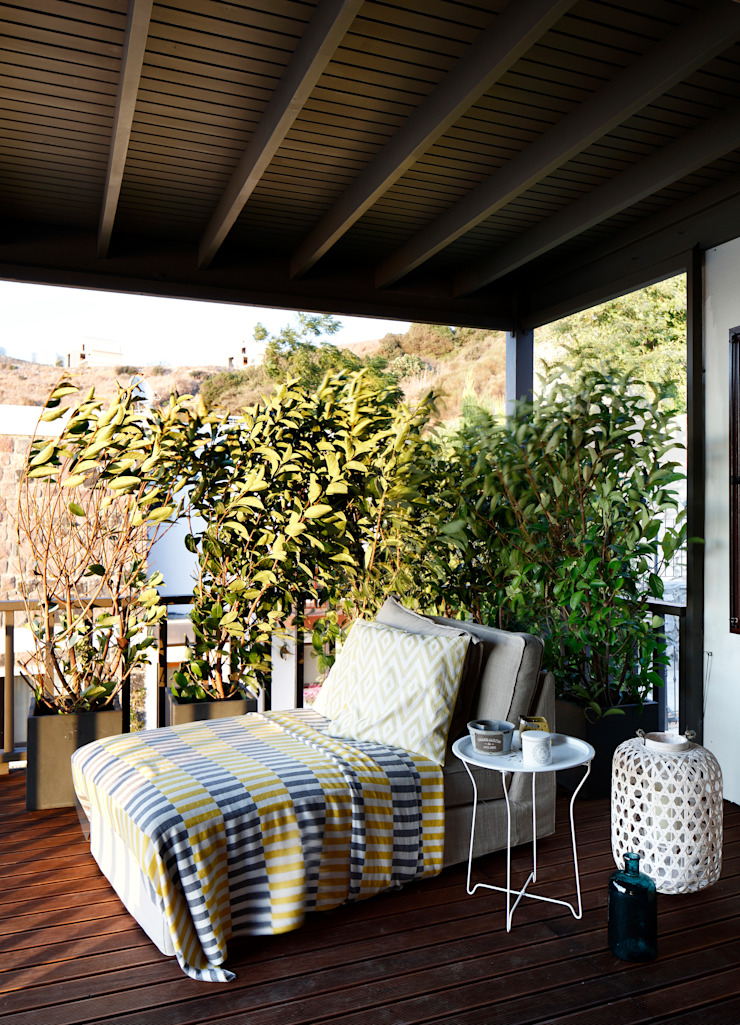 EK SUMMER HOUSE Mediterranean style balcony, veranda & terrace by Esra Kazmirci Mimarlik Mediterranean