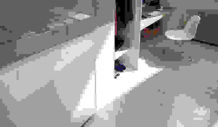 Komandor - Wnętrza z charakterem BedroomWardrobes & closets Glass White