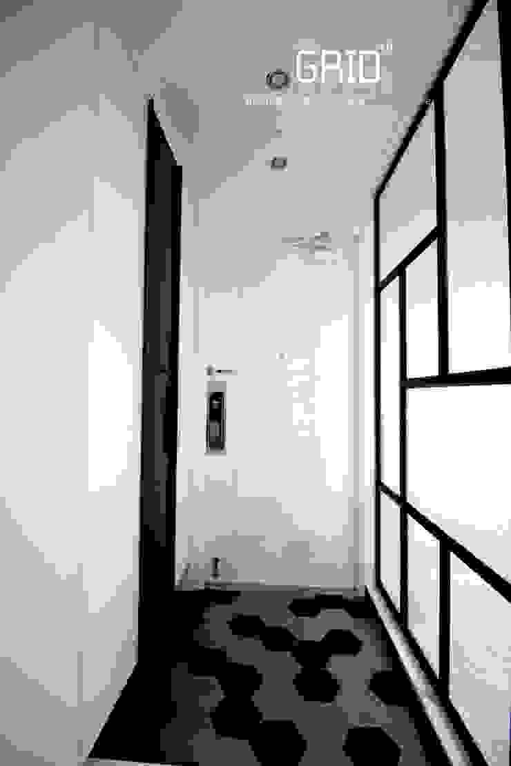 현관인테리어 미니멀리스트 복도, 현관 & 계단 by Design Studio Grid+A 미니멀 금속