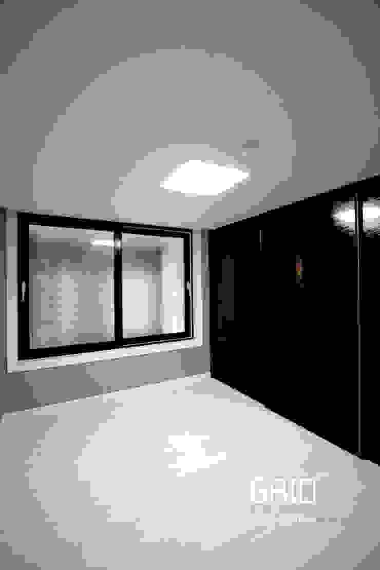 안방 인테리어 미니멀리스트 침실 by Design Studio Grid+A 미니멀 유리