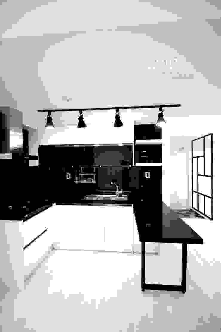 시크한 주방인테리어 미니멀리스트 주방 by Design Studio Grid+A 미니멀 타일