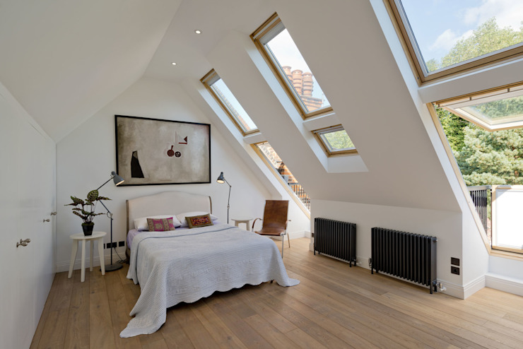 Hampstead Penthouse:  Bedroom by DDWH Architects,