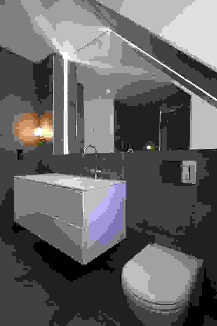 Hampstead Penthouse DDWH Architects Minimalist style bathroom
