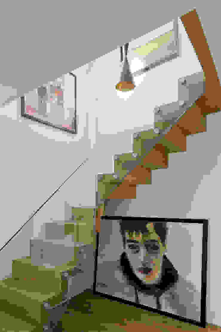 Hampstead Penthouse DDWH Architects Minimalist corridor, hallway & stairs